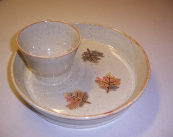 Stoneware chip and dip platter with attached bowl