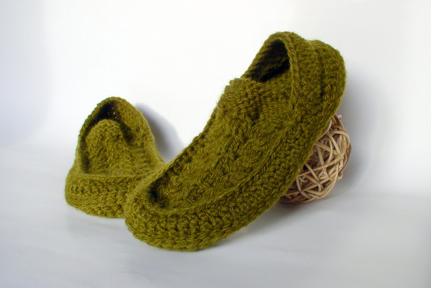 Mens Slippers Knitting Pattern : Mens Knit Crochet Socks/Slippers with Cables Motifs Hand