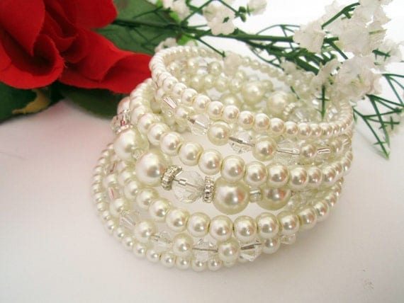 Chunky Pearl Bridal Bracelet, Beaded Cuff Bracelet, Pearl and Crystal Bracelet, Chunky Wedding Bracelet, Statement Bracelet, Ivory and White