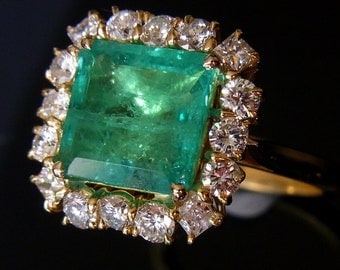 Colombian Emerald Diamonds & 18k Yellow Gold Engagment / Cocktail Ring Custom