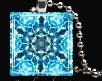 BEAUTIFUL SNOWFLAKE Winter Snow Christmas Glass Tile Pendant Necklace Keyring