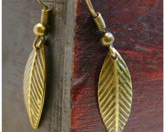 LEAF Antique Bronze Dangle Earrings / Leaf Earrings/ Vintage Inspired / Leaves/ Gifts for Nature Lovers / Boho / Gifts for Her