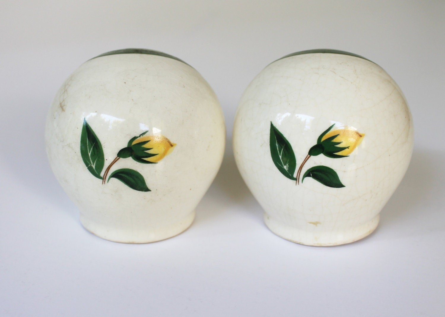 Cute Vintage Painted Yellow Rose Globe Salt And Pepper