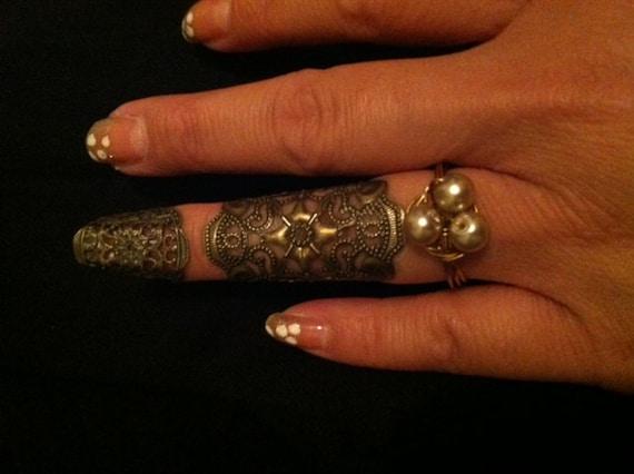Renaissance Finger armor knuckle cap and bird nest ring