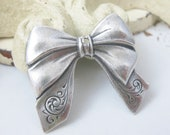 4 pcs Silver Ox Bow Stamping with Hole Charm Pendant 28x25mm CM011-SO