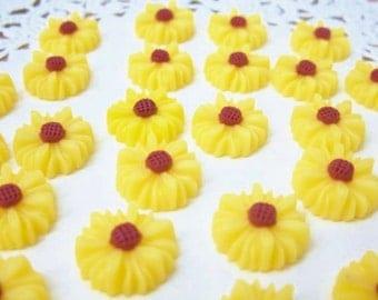 6 pcs. 14mm  Daisy or Sunflower Cabochon Yellow FL005-YEL