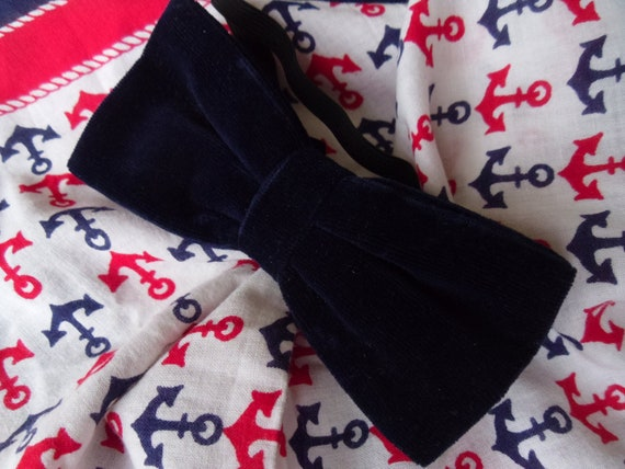 Suits You 1970s Dandy Midnight Blue Velvet Bow Tie / Bowtie