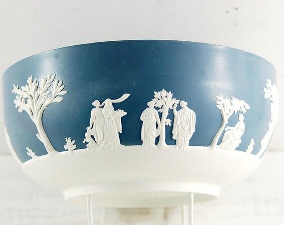 Large vintage bowl,wedgewood style,Blue and white planter mixing bowl.Better main England plastic bakelite