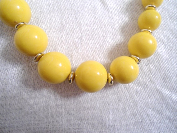 Vintage Rockabilly Yellow Bead Necklace with Gold spacers