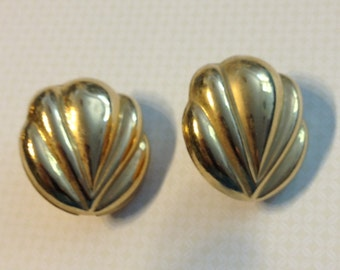 Sarah Coventry Gold Tone Clip On Earrings