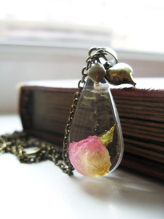 Real Pink Rose Petal Resin Pendant Resin Jewelry Resin Pendant Nature Inspired Jewelry Botanical Jewellery Bronze Chain Rustic Jewelry