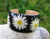 Daisies on Black Background -- Adjustable Wood Ring