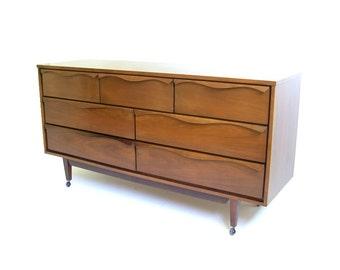 Vintage walnut credenza mid century modern credenza danish for Vintage danish modern bedroom furniture