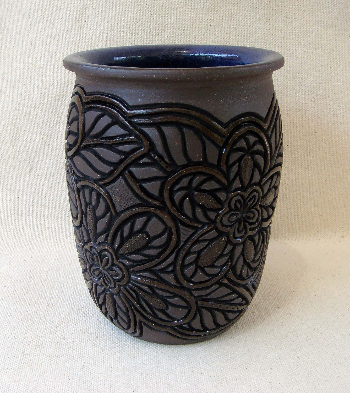 On sale pottery hand carved vase with flower desgin