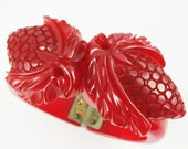 Vintage 1930s Red Bakelite Clamper - FREE SHIPPING
