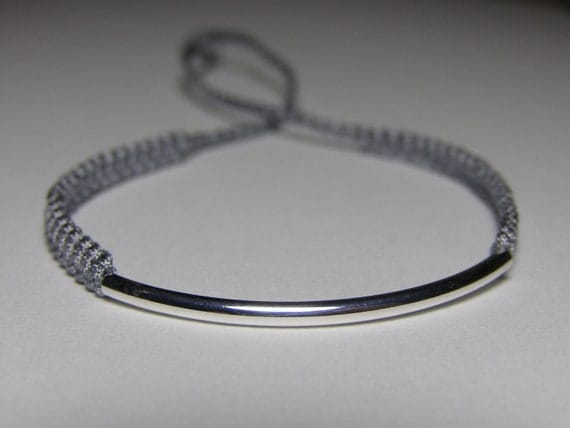 Elegant bracelet with silvery curved finding