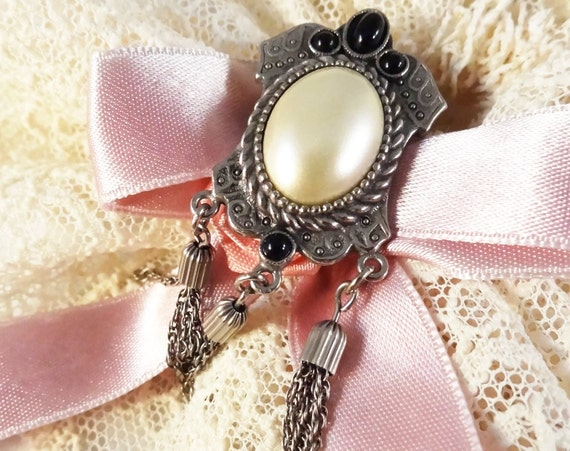 Reserved Vintage brooch with tassel,  perfect wedding gift, birthday gift, very good condition