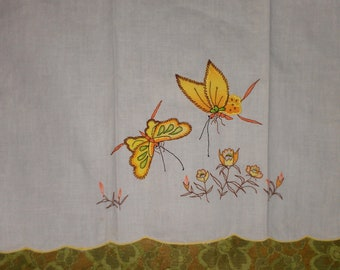 """Vtg hand stitched """"butterfly"""" linen hand/kitchen towel"""
