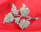 vintage1950s sparkling diamante leaf brooch - beautiful