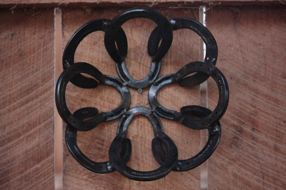 Horse shoe bowl center piece for Things to make with old horseshoes