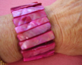 Dyed Shell bracelet on Elastic