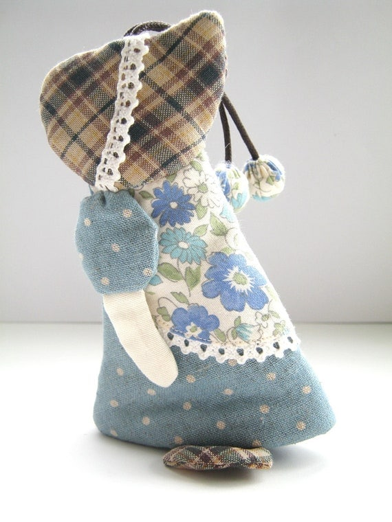 Sunbonner Sue Quilt :- Cover Keychain made from fabric , Quilted by Hands, by Heart  made from Japanese fabrics 100% (No-14)