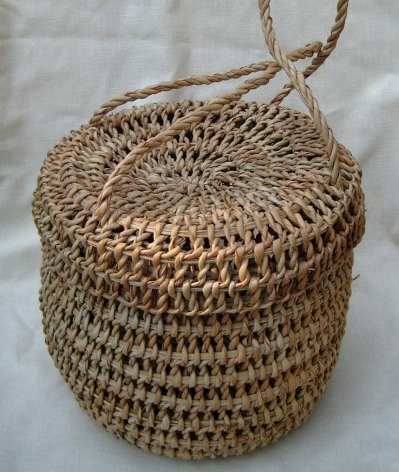 How To Make A Woven Grass Basket : Old woven grass basket purse with attached lid