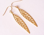gold leaf long dangling earrings - gold plated leaf slim dangling earrings - ohrringe - leaf earrings