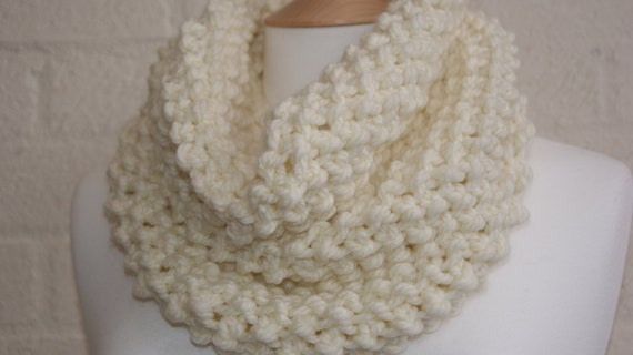 Chunky Knit Snood in Cream,  Extra thick knitted snood, winter snood