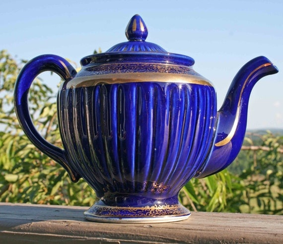 Cobalt w/ Gold Teapot, Hall