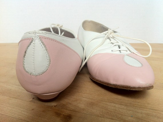 Oxford Shoes, Pink and White Perry Ellis Portfolio Shoes -- size 6.5