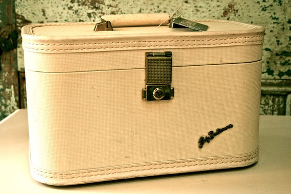 Small beautiful cream Lady Baltimore Suitcase/ Luggage