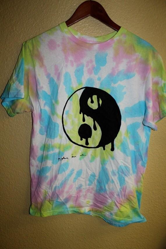 Drippy Yin Yang Shirt Size M