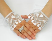 Wedding Gloves. Lace tulips GLOVES, Wedding Cuff. Lace Wedding accessory, Bridal Gloves, Bridesmaid, Wedding Fashion