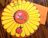 vintage cards ...  ROUND HAPPY BIRTHDAY large Daisy Card with envelope ...