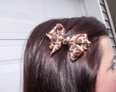Small leopard Bow