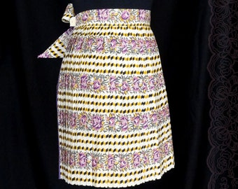 1950s 60s Apron / Purple Floral Accordian Pleat Apron / New Old Stock