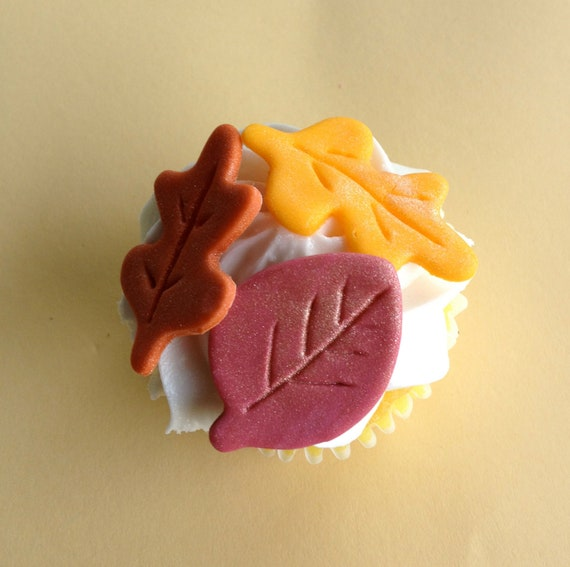 Items similar to Fondant Fall/Autumn Leaves Cake ...