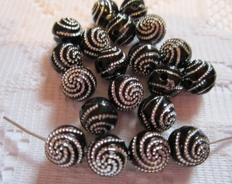 20 Ebony Black & Silver Swirl Etched Round Acrylic Beads 10mm