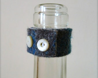 Felted wine bottle drip stop ring