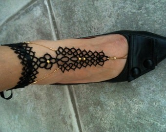 Barefoot tatted sandals Valérie