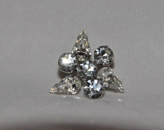 Beautiful Vintage Rhinestone Pin or Brooch