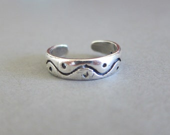 Adjustable Sterling Silver Wave Toe Ring, Midi Ring, knuckle Ring.