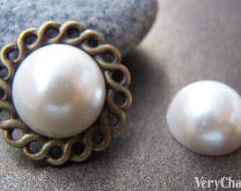 30 pcs of Resin Pearl White Round Cameo Cabochons 16mm  A3626