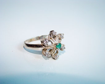 Vintage sterling silver 925 ring with emerald stone and cubic zirconia, Size 6