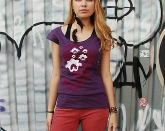 SALE - S,M,L - Yoga top, graphic tee for women, womans tops tshirts, silkscreen womens t-shirt, purple tshirt, paisley lotus design
