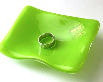 Spring Green Ring Dish -- Fused Glass Decor - Ring Dish - Tiny Gift - Simple Gift - Wedding Token