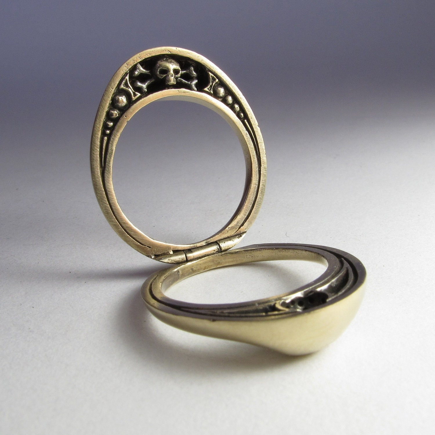 Ring In The Steampunk Decor To Pimp Up Your Home: Split Steampunk Mourning Ring In Solid Bronze With Skull And