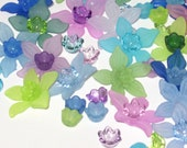 20 Acrylic Flower Beads Lucite Flower Beads - Seaside Frost Daffodil - 27mm