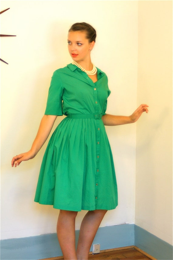 Vintage 50s Kelly Green Cotton Day Dress Full Sweep Pintuck Retro Housewife MAD MEN Era 1950s to 60s Frock